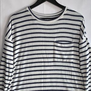 Old Navy Women's Blue and Cream Soft Sweater